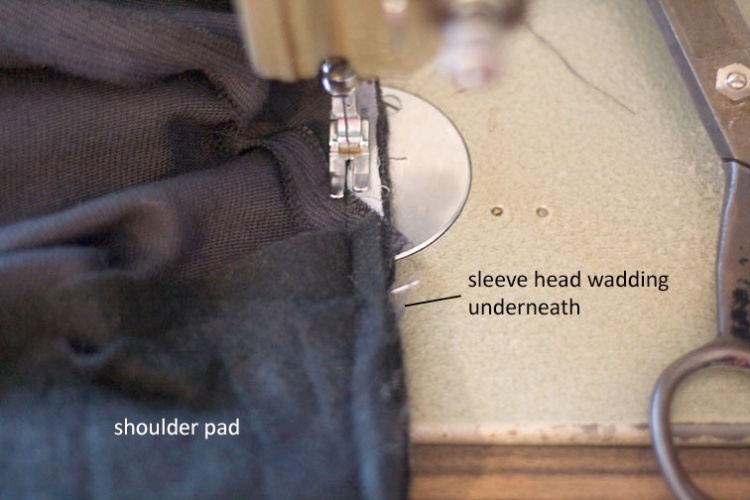 pattern-scissors-cloth-shoulder-pads-and-sleeve-head-wadding-2